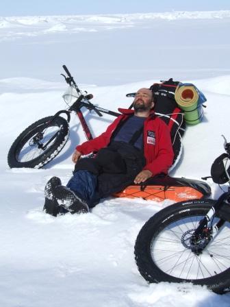 Автономный поход длиной 280 км по льду Восточно-Чукотского м...