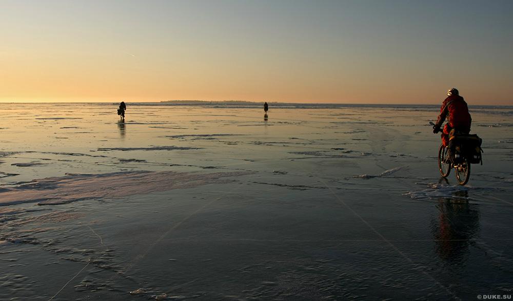 На льду дороги жизни