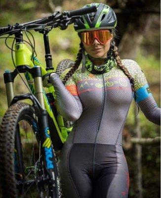 велосипедистка-легкая-эротика-Эротика-спорт-3440381.jpeg